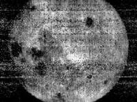 La prima foto della faccia nascosta della Luna